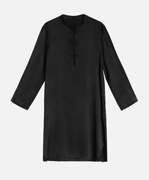 Long sleeved glossy oriental shirt - Посмотреть все - Тенденции женcкой моды Осень-зима 2016 на Oysho онлайн: нижнее белье, спортивная одежда, пижамы, купальники, бикини, боди, ночные рубашки, аксессуары, обувь и аксессуары. Модели для каждой женщины!