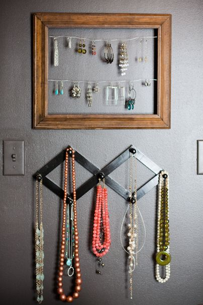 Awesome homemade jewelry organizer/display from http://www.dykast.us/scraplog