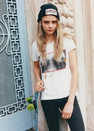 Our favourite model, Cara Delevingne has been bringing the tomboy look back into fashion with her own style favourites. When the 20 year old beauty isn't on the catwalk modelling the biggest designer clothing from the top fashion houses at the spring summer 2013 fashion weeks, she has been seen chilling out with pals dressed in casual baggy t-shirt...