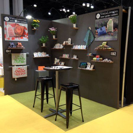 Clean, contemporary trade show booth by VisuaLingual, and how they built it