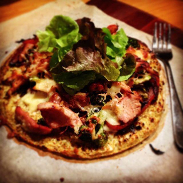Cauliflower Pizza By @khhealthfitness