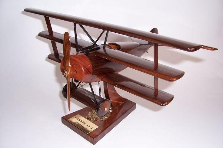 FOKKER Dr1. Holz-Modelle von Militärflugzeugen aus dem Ersten und Zweiten Weltkrie
