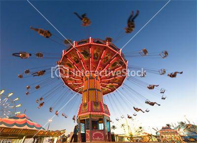 Karuzelowe szaleństwa #zabawa #radość #beztroska #adrenalina #kalejdoskop #kolorowy #świat #interactivestock