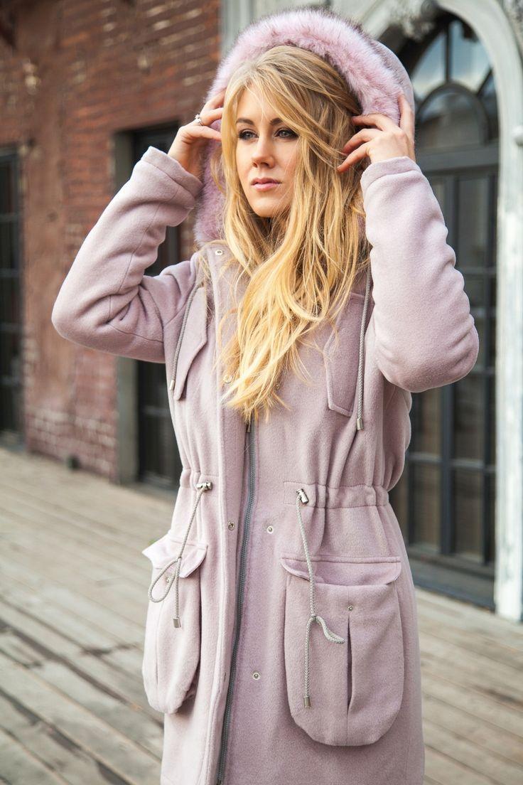 Пальто-парка бежево-розового цвета с розовым мехом на капюшоне Fashion…