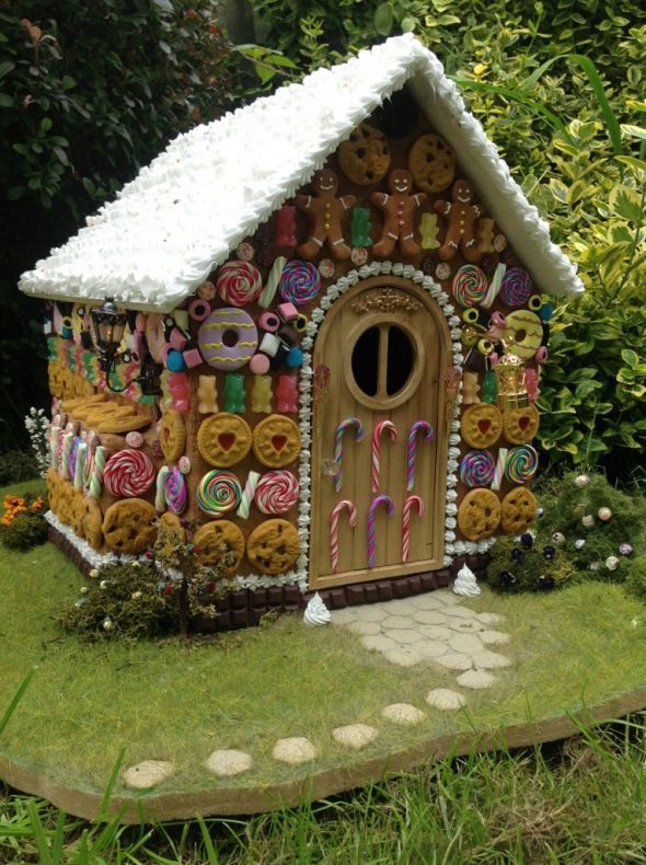 Hansel and Gretel Witch's Gingerbread House via Mads Gingerbread House