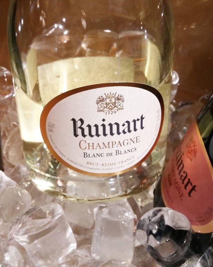 @ruinart blanc de blancs samppanja. #grandchampagnehelsinki#samppanja#herkkusuu #lasissa #Herkkusuunlautasella#grandsamppis