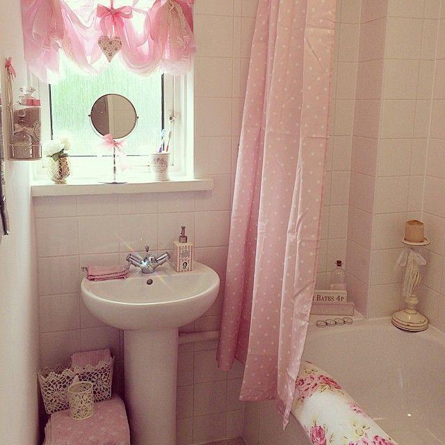 1000 images about bathroom glamour on pinterest shabby for Glam girl bathroom design ideas