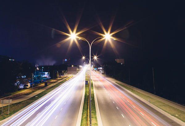 Цель - обеспечить более интеллектуальное освещение  и в контроле за такими вещами, как движение автотранспорта, места для парковки, качество воздуха, чрезвычайные ситуации и даже преступность.