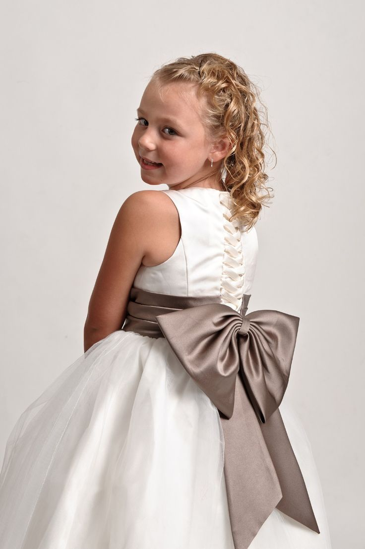 29 best nias images on pinterest marriage girls dresses and vestido de nia con un lazo muy grande childrens bridesmaid dressesbridesmaid dresses ukgirl tutubig bowstutu dressesgirly thingspretty ombrellifo Gallery
