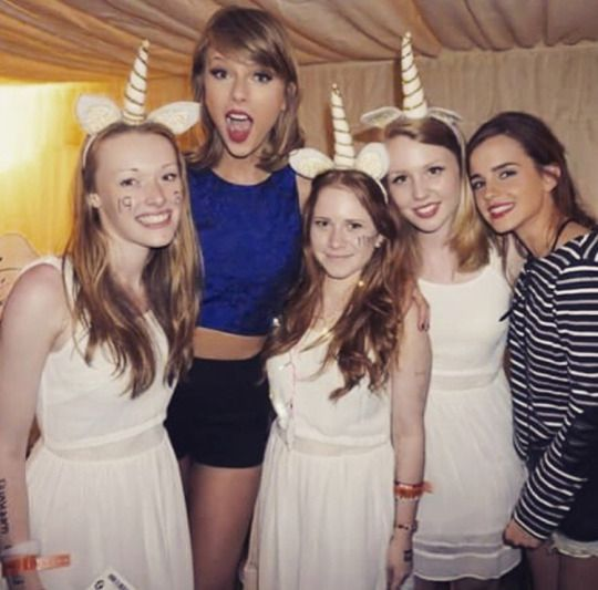 Taylor and Emma Watson with fans in Loft '89!