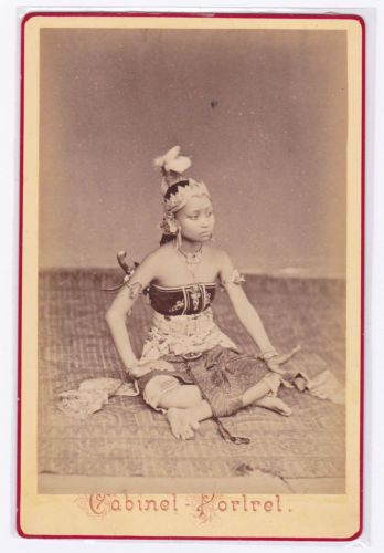 ASIA-Java-Dancer-Amsterdam-International-exhibition-cabinet-photo-UNIQUE