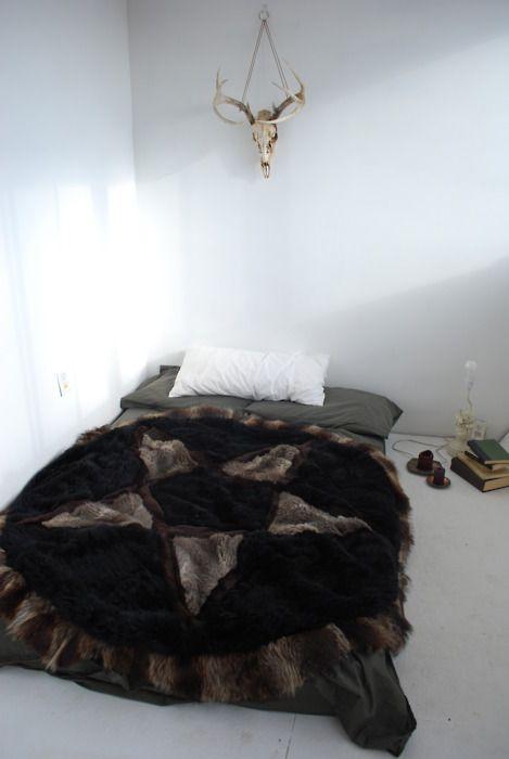 Penta-throw: Fur Blankets, Beds Covers, Bedrooms Design, Deer Skull, Decor Bedroom, Boho Bedrooms, Bohemian Decor, Bedrooms Decor, Bedspreads Handmade