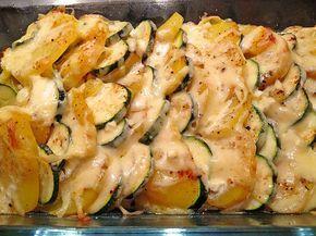 Zucchini-Kartoffel-Auflauf mit Knoblauch, ein beliebtes Rezept aus der Kategorie Schnell und einfach. Bewertungen: 103. Durchschnitt: Ø 4,2.