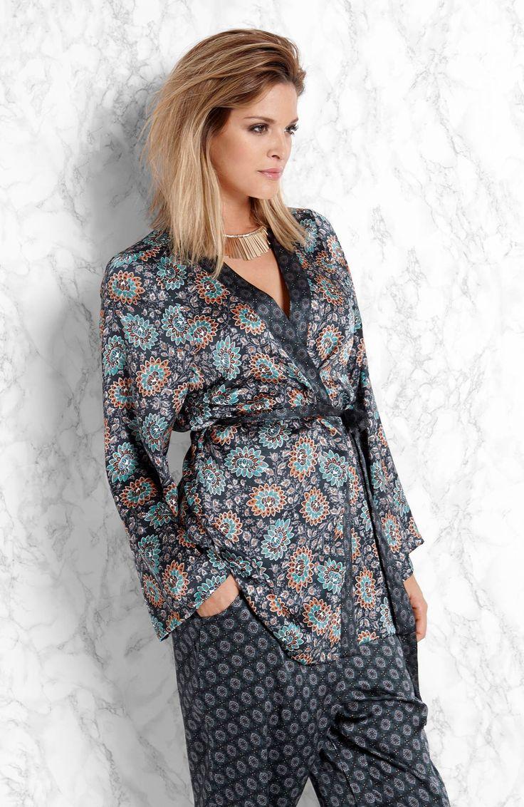 Stylowe kimono marki Amy's Stories http://www.halens.pl/moda-damska-na-gore-kimono-26630/kimono-carly-556315?variantId=556315-0018&imageId=393854