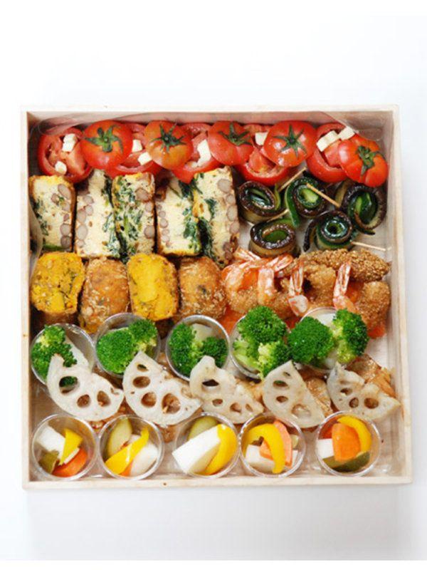 「以前、お弁当を食べてとてもおいしかったので、ケータリングをお願いしたいと思っているのが、中目黒の『KIRARA』です」と話すのは、アシスタントのAyumi。ケータリングの内容について、「KIRARA」の高橋さんに確認してみると、「旬の食材を使って彩りよく作るように心掛けています。決まったメニューはないので、デザートをつけたい、お子様と一緒に召し上がりたい、などご要望に応じますよ」と、うれしいコメント。お弁当は、¥10,000~、大皿フードは、¥15,000~配達可能。通常、1人・¥2,000~¥2,500くらいで相談に応じてくれるそうだ。 <DATA>KIRARAtel. 03-3713-6554http://kirara.gr.jp/