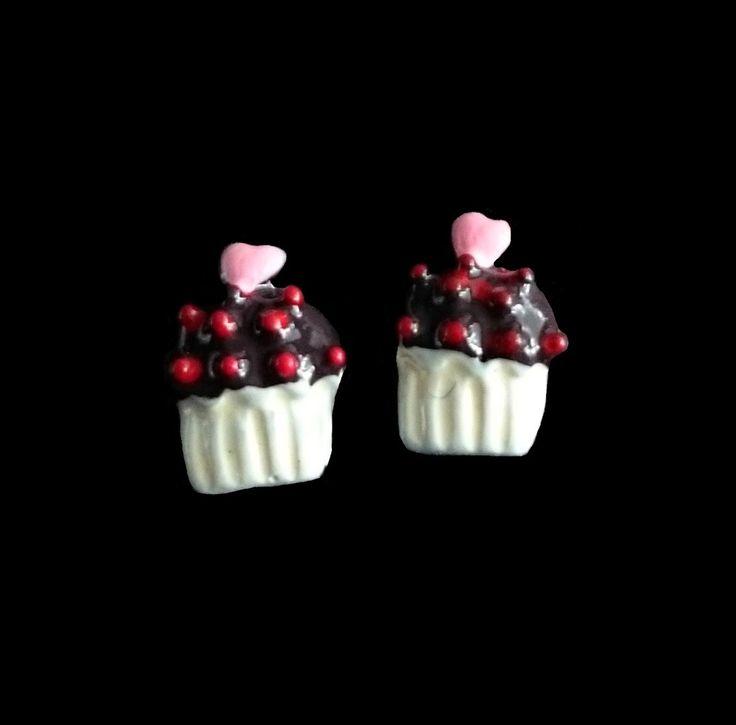 Charlies Nail Art - 3D nail art chocolate cupcake charms, £0.29 (http://www.charliesnailart.co.uk/3d-nail-art-chocolate-cupcake-charms/)