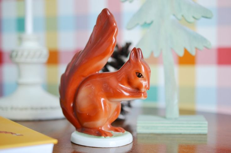 Our squirrel: this is an old, hand-painted chinaware from Hollóháza, Hungary. Cute one. Kidsroom decoration. http://kedvencotthon.blogspot.hu/