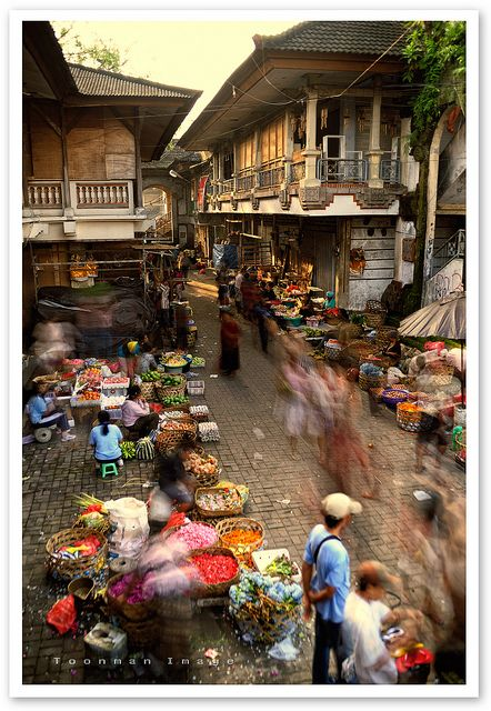Ubud market: local market where tourists can find a lot of things from fruits to arts. Key: BARGAIN!