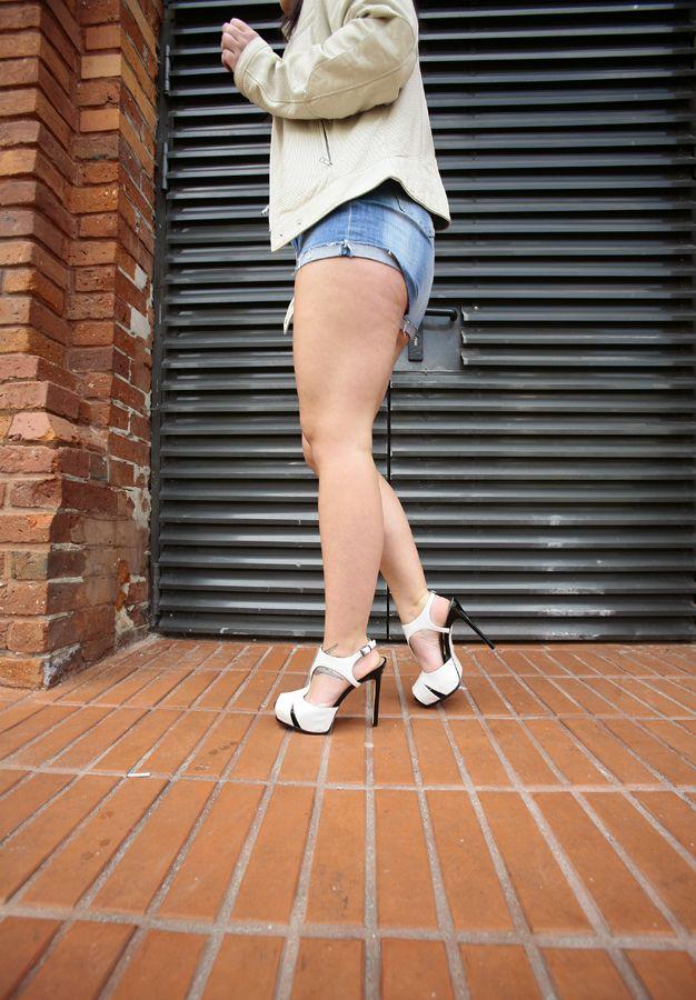 Kenneth Cole NY - Sandałki Open Tier w kolorze białym. http://www.raspberryheels.com/shop/produkt,pl,women,open-tier-sandal-white.html