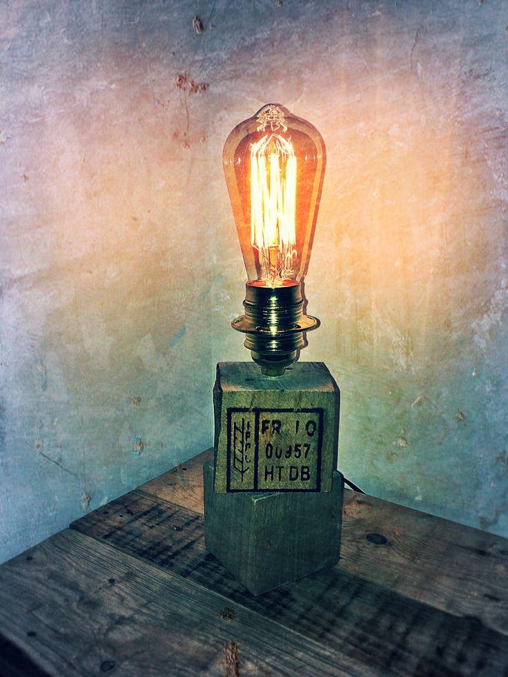 Création d'une lampe de chevet avec des cubes en bois de palette