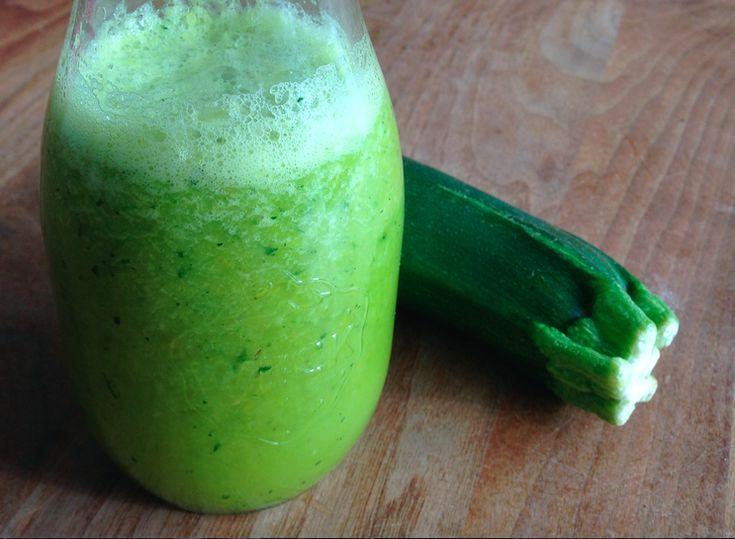 Dit is een heerlijke gezonde shake met courgette en paprika. Goed voor je immuunsysteem en het smaakt prima! Hier lees je hoe we het gemaakt hebben.