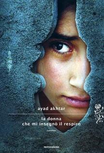 Ayad Akhtar inchioda il lettore davanti a uno degli interrogativi cruciali della nostra contemporaneità: cosa accade quando la fede tocca l'animo inquieto di un adolescente e si trasforma in fondamentalismo fanatico e crudele?