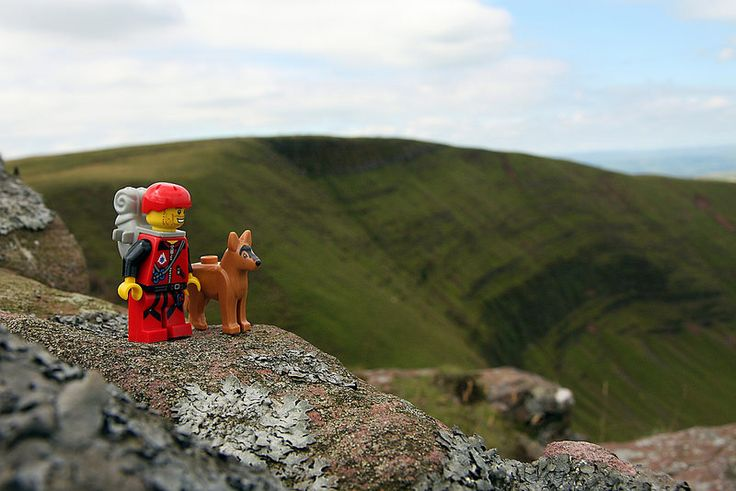 With a few days off and no climbing partner to climb with (Dot must work, he he he), what's a Lego man to do but take his dog for a walk on The Black Mountain?  The headgear is probably a bit over the top, but then again, he's not known by some as Dyspraxic Dan for nothing.
