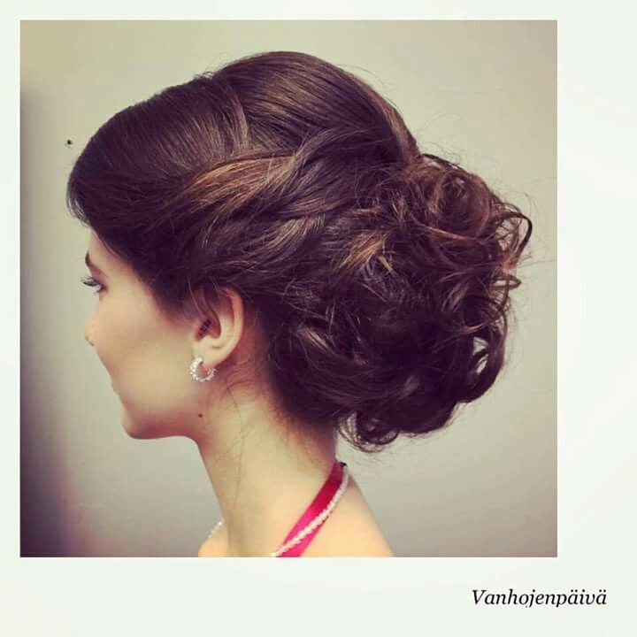 #juhlakampaus #prom #hairstyle #longhair #brunet #bun #curls #tukkatalo