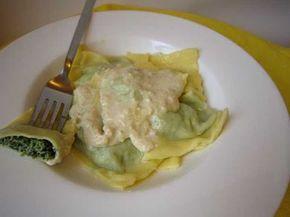 I classici ravioli ricotta e spinaci con una crema deliziosa - Ricetta Portata principale : Ravioli ricotta e spinaci con crema di noci e pinoli da Minimau82