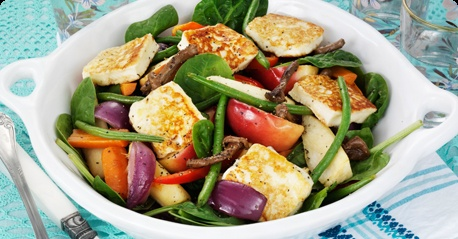 A warm salad with halloumi-style Apetina grill cheese. Yummy!