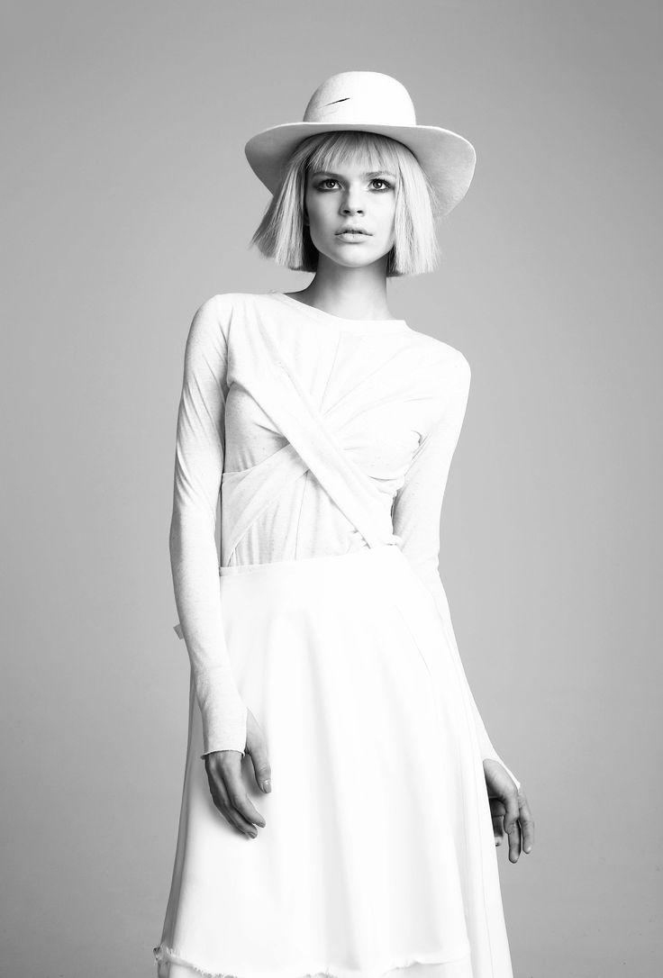 x-top/ white stripes hat
