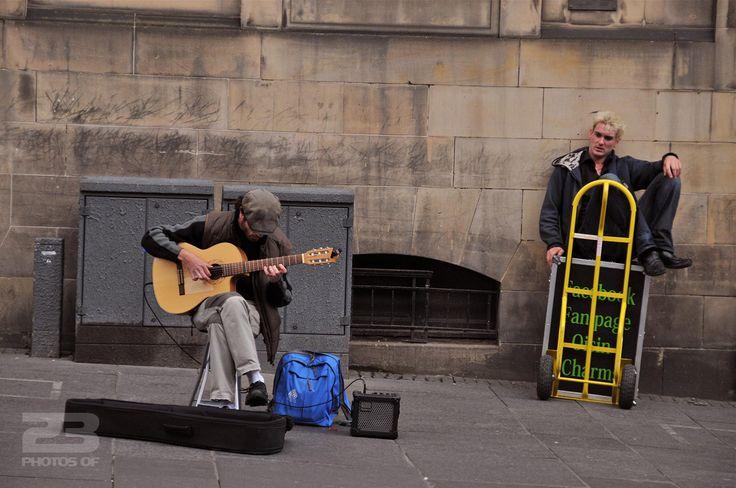 Edinburgh Busker Works the Royal Mile - photo 10 of 23 from 23PhotosOf.com/edinburgh
