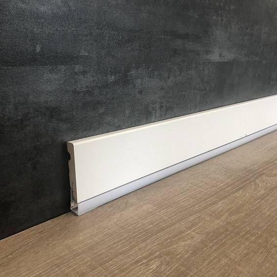 Wir Kombinieren Sockelleisten Mit Led Und Design Bestellen Sie Exklusive Led Licht Sockel In 2020 Interior Design Interior Design Trends Interior Design Living Room