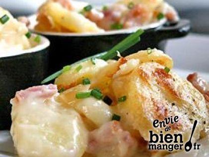 tartiflette au Reblochon, ingrédients : Reblochon de savoie Pochat & fils, 8 Grosses pommes de terre, 200 gr de Lardons, 3 Oignons (rendez-vous sur www.enviedebienmanger.fr pour voir la suite de la recette)