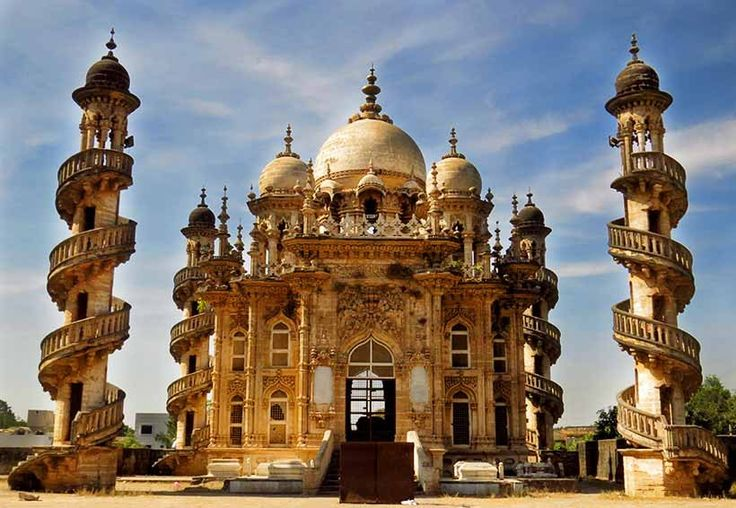 """#JunagadhTour - #Junagadh was the capital of the #Junagadh state under the Muslim rulers of #BabiNawabs. In Gujarati, """"#Junagadh"""" means an ancient fort. The word """"#Junagadh"""" is made up of two words, #Juna and #Garh where #Juna means old and #Garh means a fort. The town of #Junagadh takes its name from the fort that enclosed the medieval town. #Junagadh is situated in the #Saurashtra region at the foothills of the sacred hill, the #MountGirnar and occupies a special place in the history of…"""
