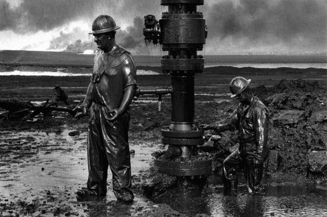 (Oil Field Workers) While his images are beautiful and moving, they also carry with them an underlying warning that without proper care of our environments and what remains of them, our planet is destined for a dark fate.
