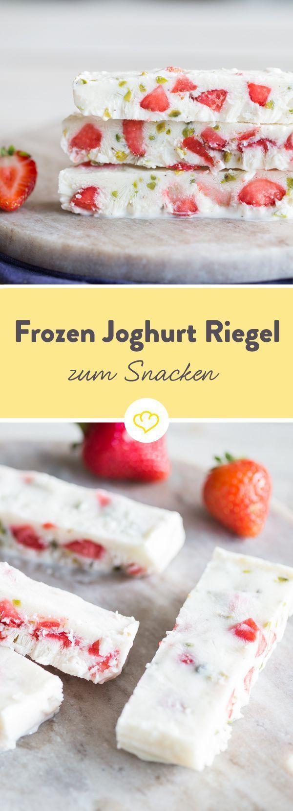 Eiskalte gefrorene Joghurtstangen mit Erdbeeren und Pistazien   – Süße Speisen nicht nur für Kinder