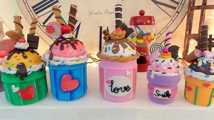 Recicla un tarro de cristal en un vaso con pajita en forma de cupcake 'Me gusta reciclar' | Aprender manualidades es facilisimo.com