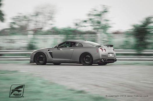 "Customer testing his new AP Racing Brakes Carbon Ceramic Rotors on his GTR !!  En Fiebruz Corp trabajamos toda linea ""High Performance"" de frenos para Nissan GTR.   Quieres mejorar tus Lap times?. Comunícate al 787-694-7062.  #fiebruz #gtr #nissan #apracing #brakes #puertorico #track"