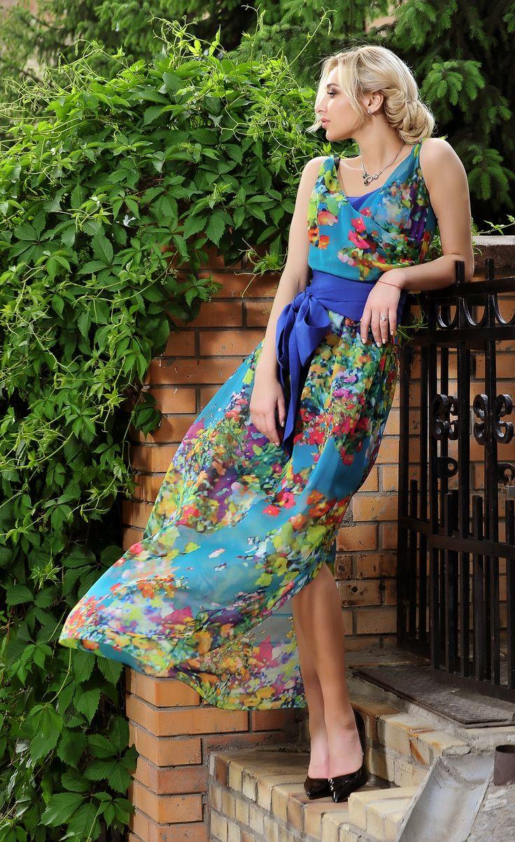 Красочное яркое платье - как лето, которое всегда будет с тобой. Кусочки лета ждут тебя в Кристал рум. Наши модели - в единственном экземпляре. Приходи и выбери себе только Твое Платье...