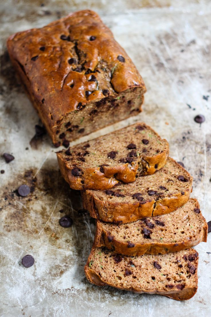 HEALTHY peanut butter zucchini bread w/ chocolate chips! Two options to make it: with coconut flour or protein powder! Lots of protein + fiber. No refined sweeteners, no butter and no oil! #grainfree