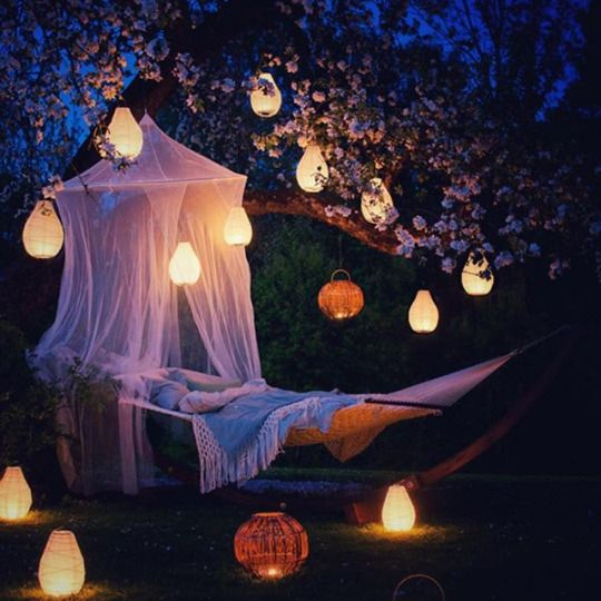 Voice of Nature: Garden hammock and lanterns - I like that there's the net over the hammock. So simple yet creative.