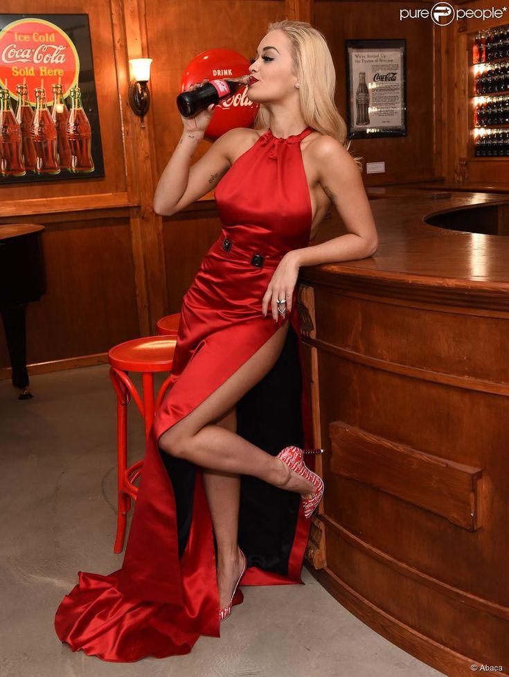 Rita Ora marque les 100 ans de la bouteille Coca-Cola au Coca-Cola Contour…