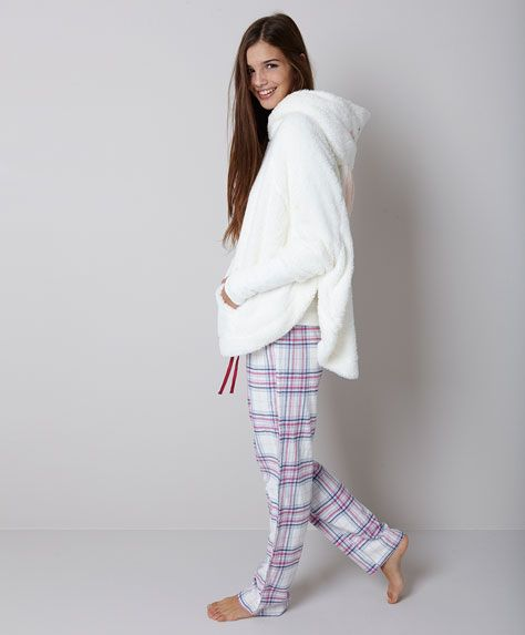 Poncho coelho, null€ - null - Tendências AW 2017 em moda de mulher na Oysho online.