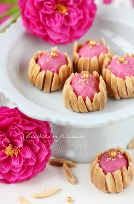 Ispahan with white chocolate, rose water and lychees