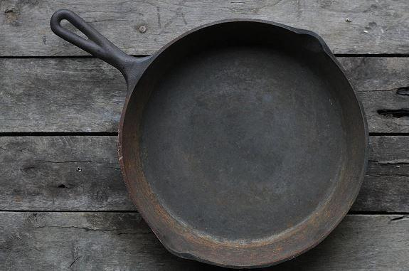 Les 25 meilleures id es concernant vieille chemin e sur for Comment nettoyer la fonte