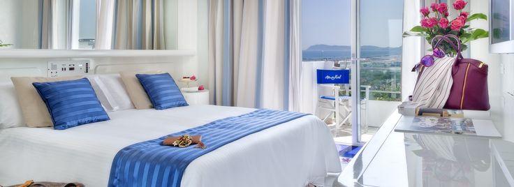 Scopra le nostra camere: Economy, Superior, Deluxe e Suites. Eleganti,luminose e con vista sul mare di Riccione, perfette per un soggiorno eccellente.