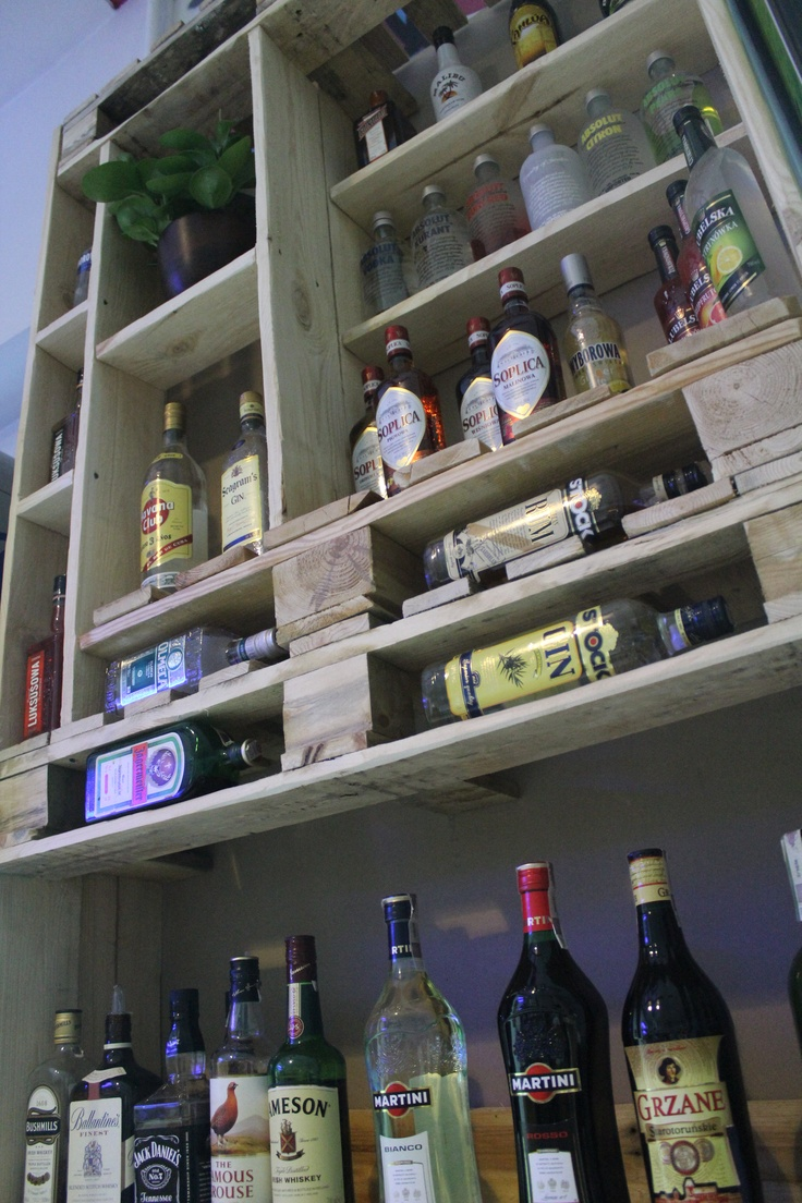alcohol case made of euro-pallets