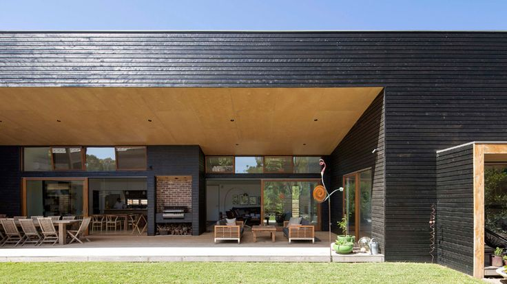 adrian bonomi designs expansive somers vacation home in australia