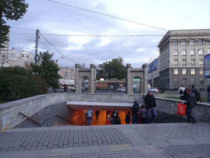 Петербург, У метро Черная речка .